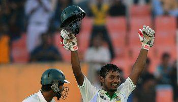 टेस्ट क्रिकेट में इन बल्लेबाजों ने 10वें नंबर पर बल्लेबाजी करते हुए बनाया शतक
