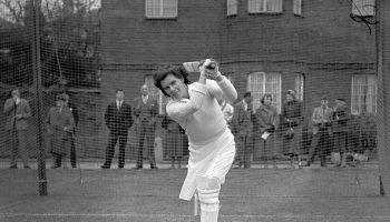 क्रिकेट जगत की पहली खिलाड़ी जिन्होंने एक मैच में 10 विकेट लेने के साथ शतक भी लगाया